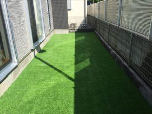 新築のご自宅にキレイな人工芝のお庭