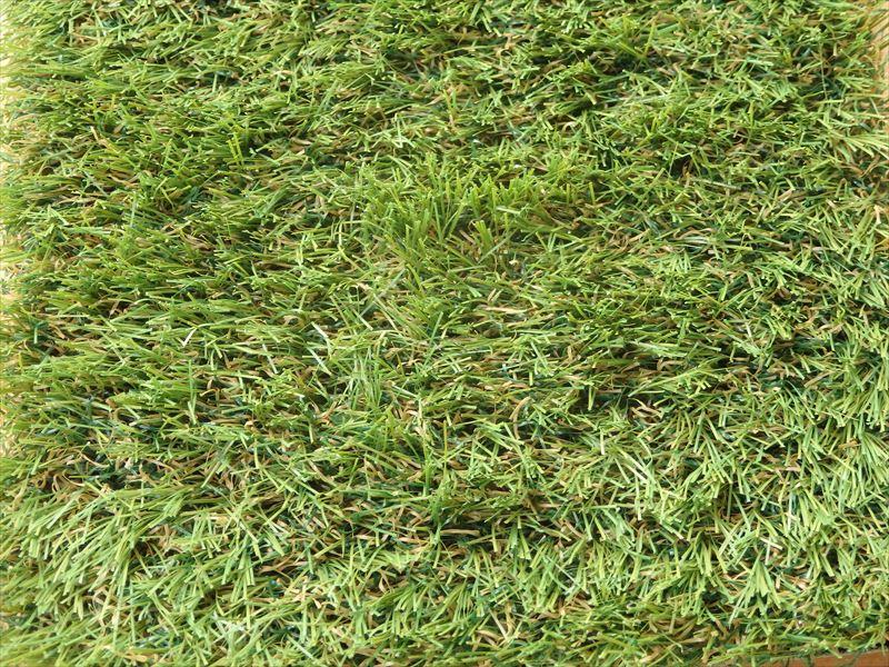 近年主流の芝糸が長くクッション性が高い人工芝