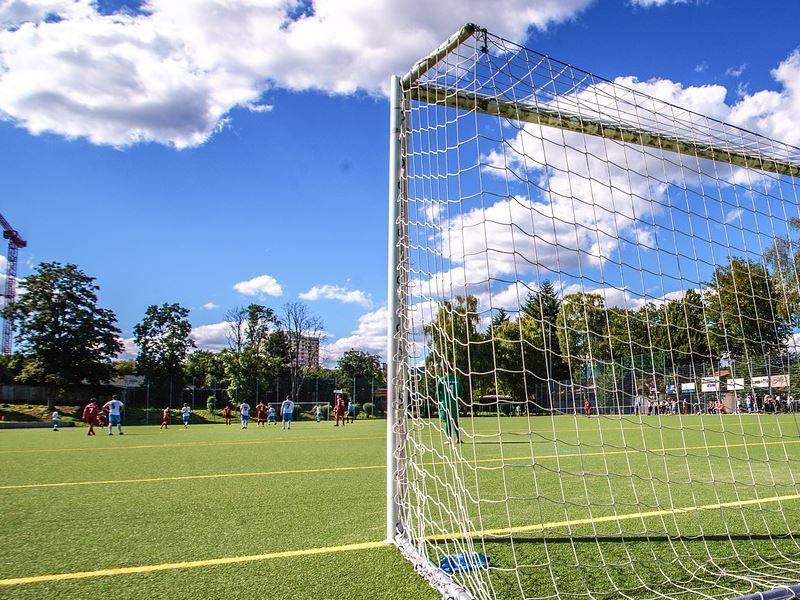 一般的になってきた人工芝を使用したサッカー場